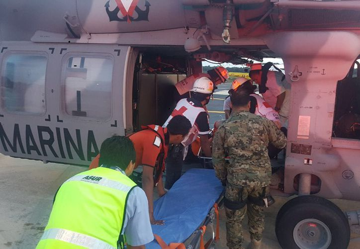 El helicóptero arribó al aeropuerto con el paciente quien se le brindo atención médica durante su traslado. (Foto: Boletín)