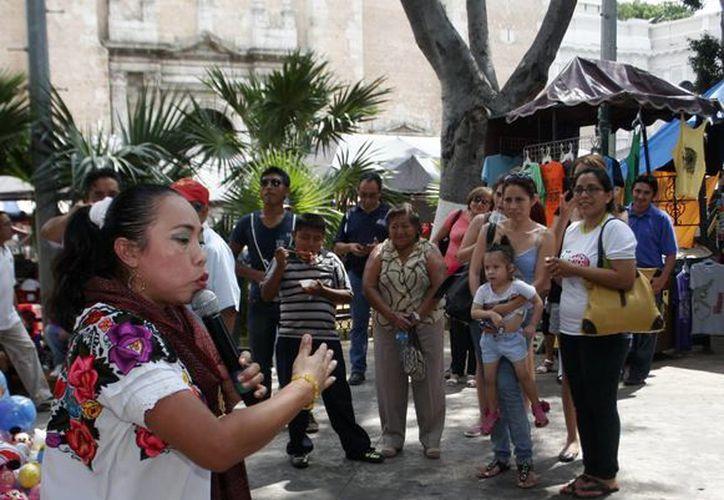 """""""Cuentos, Mukuy cuenta"""", espectáculo de títeres en la Plaza Grande de Mérida. (Milenio Novedades)"""
