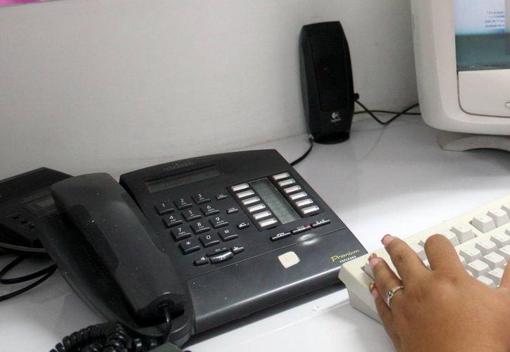 Las llamadas de larga distancia tendrán el mismo costo que las locales y en el primer semestre del año se prevé una baja de tarifas de planes de telefonía celular, así como de servicios de internet de banda ancha. (Milenio Novedades)