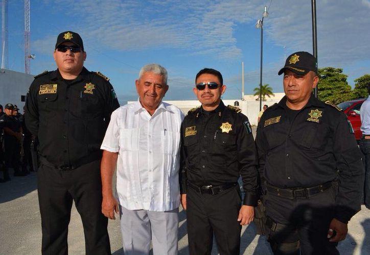 Imagen del nombramiento del nuevo director de Seguridad Pública y Tránsito de Progreso, el Comandante Mario Humberto Caamal Salas. (Milenio Novedades)