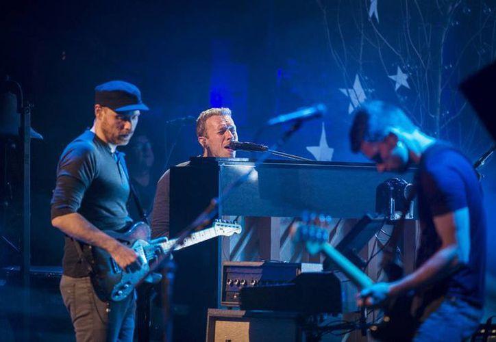 """Coldplay  se presentó en nueva York en donde presentó algunas canciones de su nuevo disco """"Ghost Stories"""". (Agencias)"""