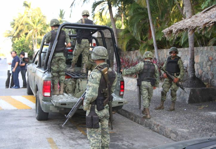 De los 29 efectivos que fallecieron este año, 16 fueron abatidos por disparo de arma de fuego, lo que representa 55 por ciento del total. (Archivo/Notimex)