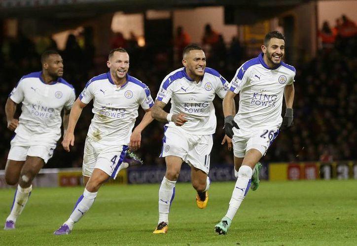 A solo  sólo nueve fechas de concluir el torneo, El Leicester llegó a 60 puntos, cinco más que Tottenham y ocho más que Arsenal. (Imágenes de AP)