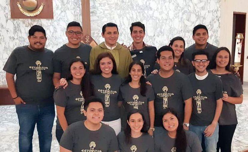 Un grupo de 14 jóvenes de la parroquia María Inmaculada participan en las misiones de verano, en Tixméhuac. (Milenio Novedades)