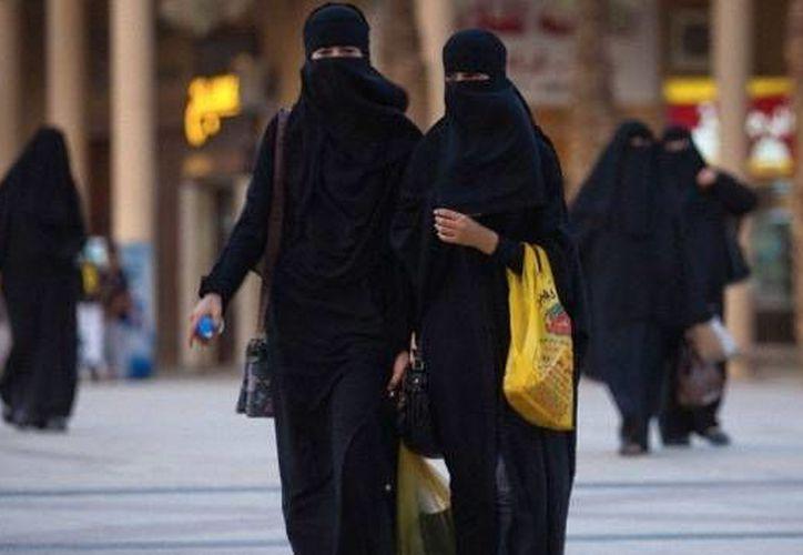 El victimario dirigía oraciones en una mezquita, daba clases de Corán y solía golpear a su mujer por no cubrirse el rostro. (Corbis)