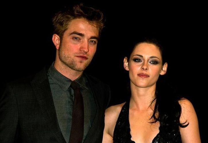 El actuar como una pareja de vampiros ha redituado a Kristen Stewart y Robert Pattinson grandes ganancias a varios niveles. (Agencias/Foto de archivo)