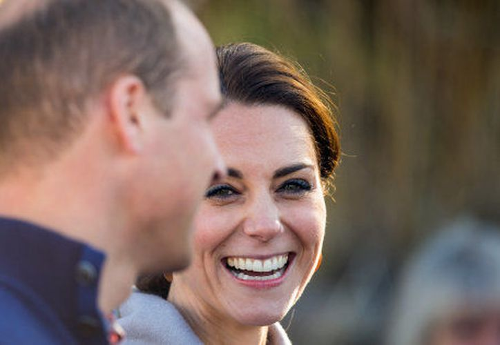 La duquesa de Cambridge, Kate Middleton, fue exhibida en topless en una revista 'del corazón' francesa. (huffingtonpost.com)