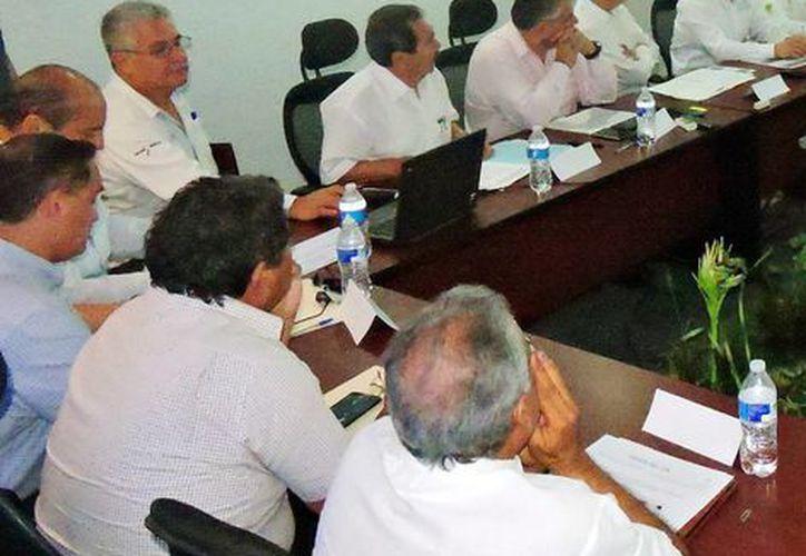 Imagen de la reunión de dependencias federales y estatales para los preparativos del próximo periodo de fenómenos atmosféricos. (Milenio Novedades)