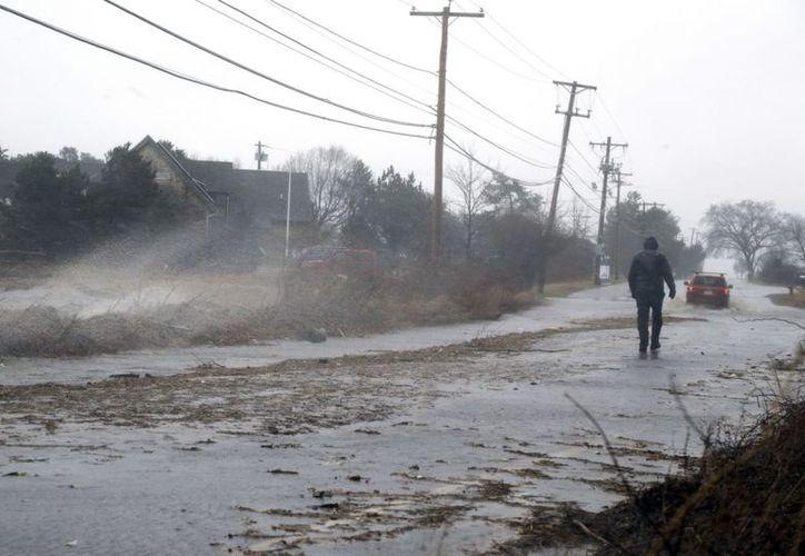 En Massachusetts van más de 100 mil cortes de electricidad. (Foto: AP).