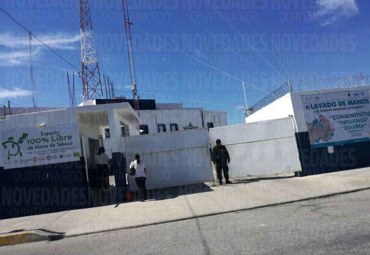 Ponen más atención en la armería que se ubica del lado izquierdo de la entrada principal del edificio de la corporación policíaca. (Redacción)