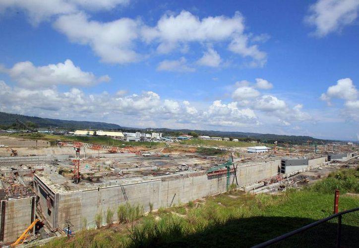 Se espera que el Canal de Panamá, ya ampliado, comience a recibir embarcaciones a partir del 2016. (EFE)