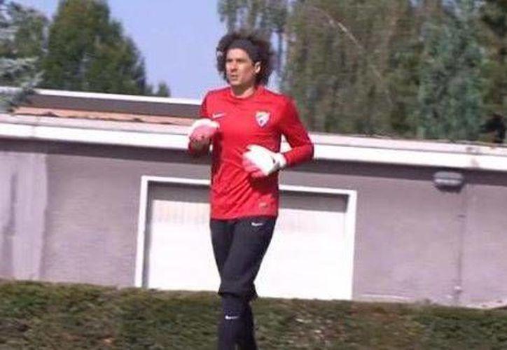 Guillermo Ochoa entrenó por primera vez con el club Málaga, previo al partido contra Newcastle.(Foto:Milenio)