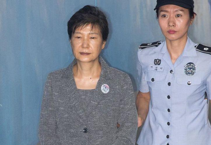La expresidenta Park Geun-hye es acusada por los delitos de abuso de fondos y violar las leyes electorales. (Foto: Espresso Economist)