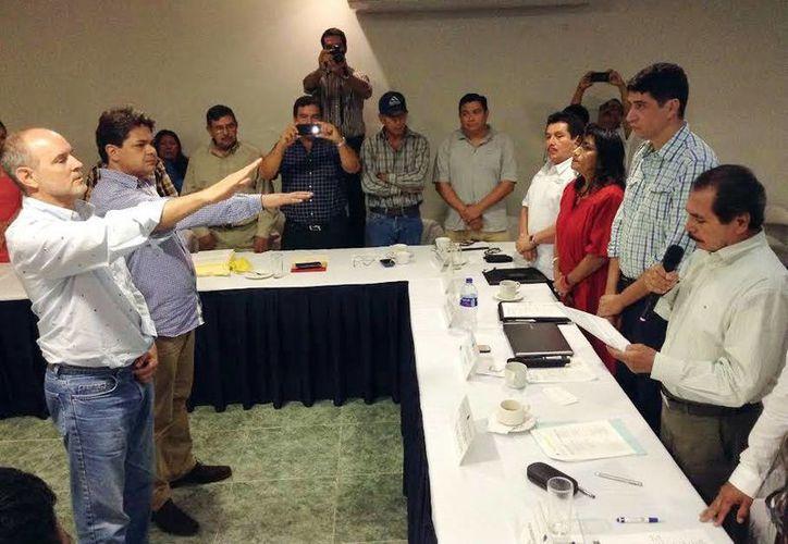 Imagen de la toma de protesta de Paul Sánchez Navarro como nuevo presidente de la Asamblea General de Usuarios del CCPY, en sustitución de Gonzalo Merediz Alonzo. (Milenio Novedades)