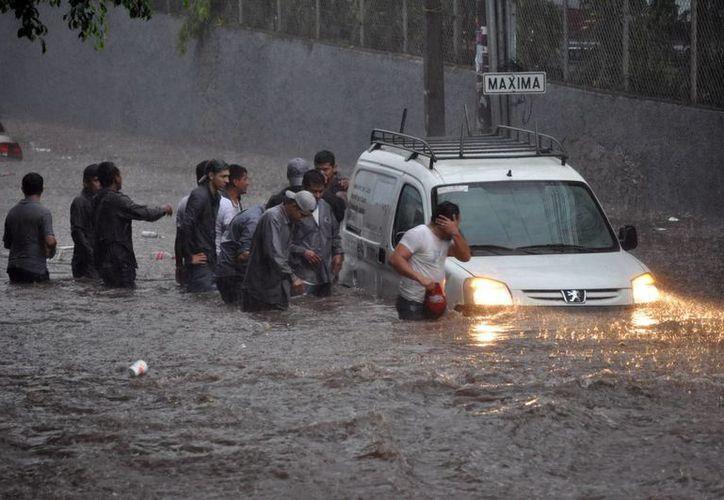 Las autoridades han pronosticado que las lluvias seguirán acompañadas de actividad eléctrica. (EFE)
