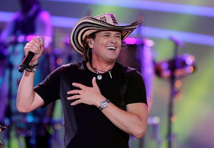 Recientemente Carlos Vives compartió escenario con el reggaetonero Maluma, en magno concierto realizado en Bogotá.(Notimex)