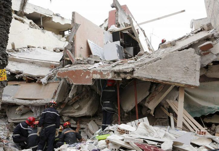 Todavía se desconocen las causas del desplome, que obligó a la evacuación de inquilinos. (Foto: AP)
