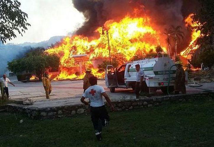 La zona de palapas y 60 habitaciones quedaron destruidas. (Milenio)