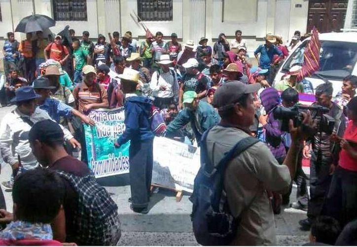 Los campesinos salieron el lunes de sus comunidades y llegaron caminando a la periferia de la capital. (twitter.com/actualidadgt)