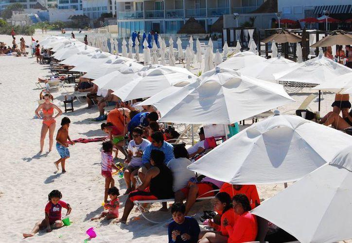 El turismo impulsa la economía de Quintana Roo. (Israel Leal/SIPSE)