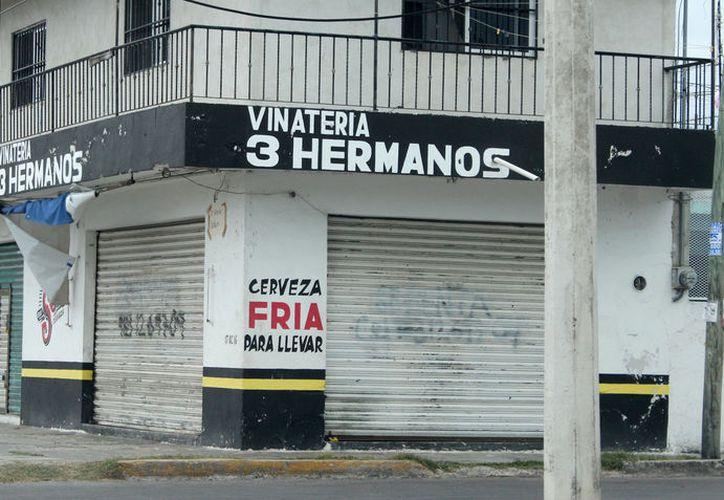Los restauranteros y centros de diversión nocturna sólo pueden vender alcohol hasta las tres de la mañana. (Joel Zamora/SIPSE)