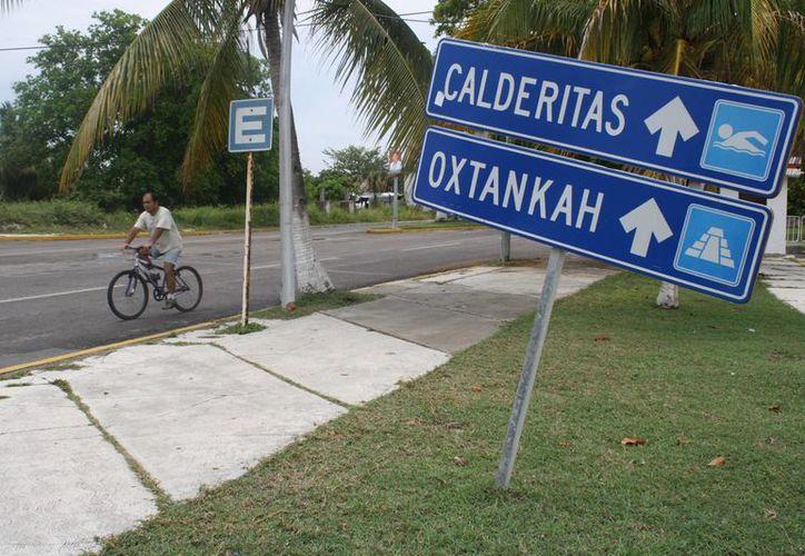 Aseguran que las señales dan mal aspecto a los visitantes que buscan un lugar para disfrutar de sus vacaciones. (Harold Alcocer/SIPSE)