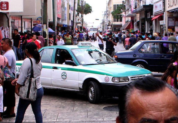 En estas fechas, los taxis registran una elevada demanda en Mérida. (Milenio Novedades)