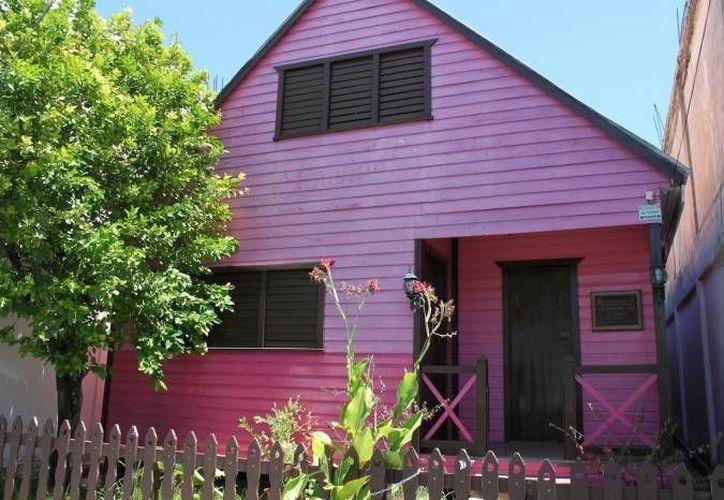 La arquitectura de las casa de madera, conservan la identidad caribeña de la ciudad. (Harold Alcocer/SIPSE)