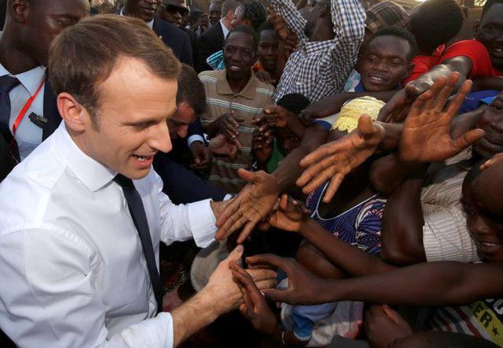 Macron propuso a los jóvenes del país una relación renovada entre Francia y África. (Reuters)