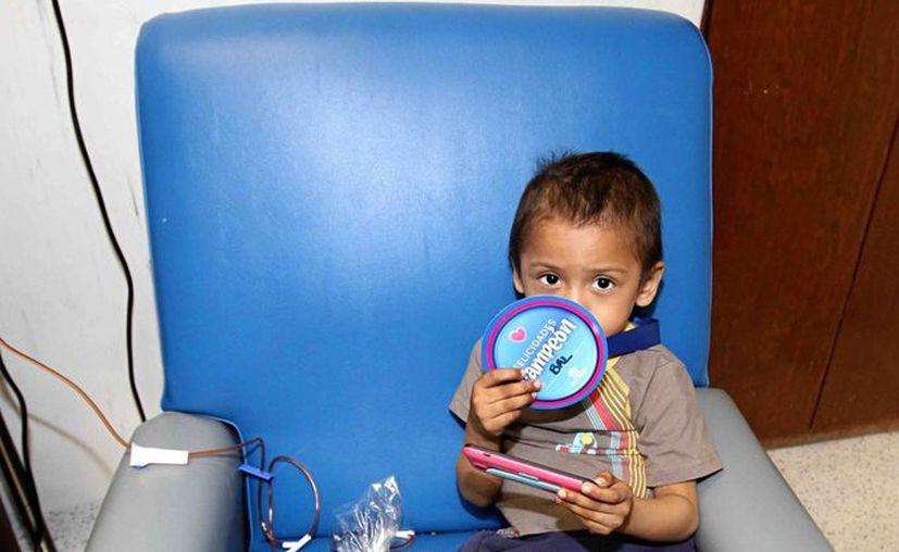 Los menores beneficiarios recibirán servicios de medicina preventiva y atención primaria a la salud. Imagen de un menor durante su estancia en un hospital de la Ciudad de México. (Archivo/Notimex)
