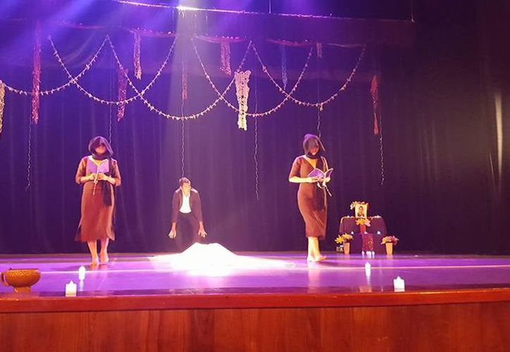 Hoy a las cinco de la tarde tomará el escenario la obra 'Mobby: poeta ballena', proveniente de Cancún. (Joel Zamora/SIPSE)