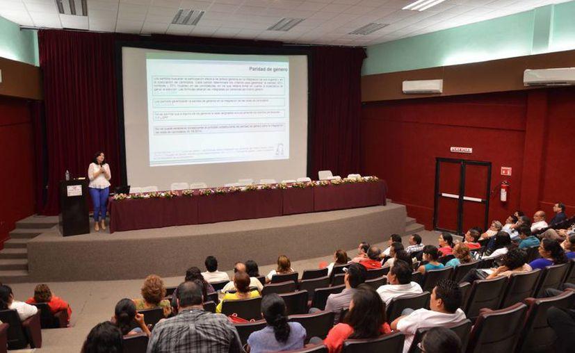 El principal tema a tratar durante el foro fue la homologación de las elecciones intermedias con las federales. (Gerardo Amaro/SIPSE)