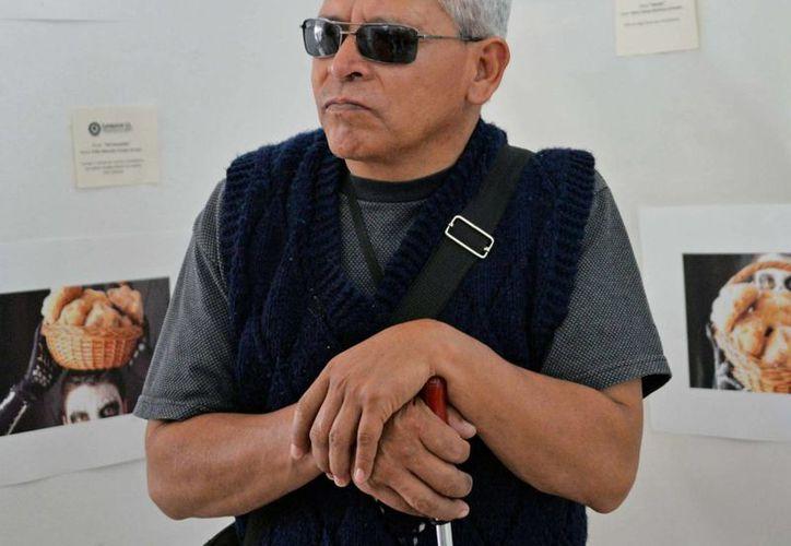 La tecnología diseñada por científicos del Cinvestav Jalisco guiará a las personas ciegas para que eviten chocar con obstáculos en movimiento. (Archivo/Notimex)