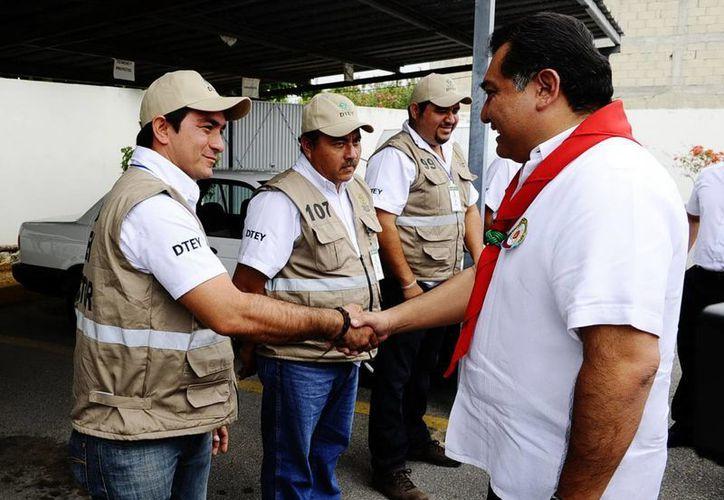 Inspectores del transporte urbano recibieron uniformes y vehículos. (Cortesía)