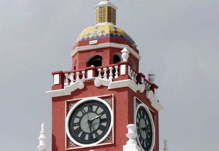 Los relojes deberán adelantarse una hora. (Milenio Novedades)