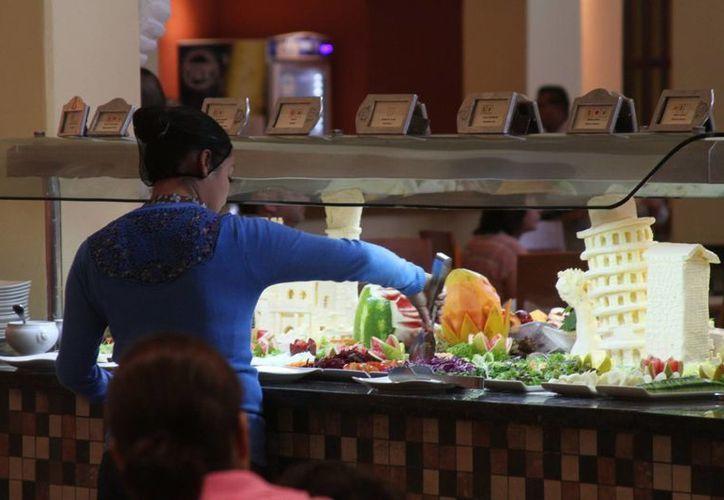 Los restauranteros de Playa del Carmen prevén que los pasajeros del tren bajarán a comer algo en su trayecto hacia Cancún o Yucatán.  (María Mauricio/SIPSE)