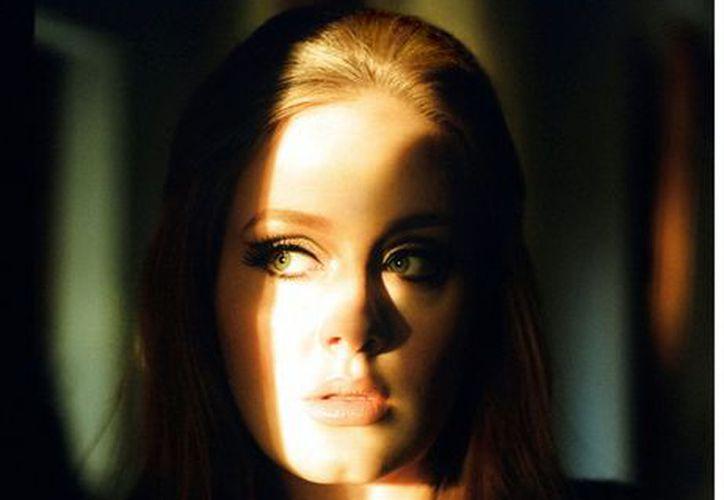 Adele anunció que el año que viene sacará un álbum basado en el amor a su nuevo hijo. (Agencia Reforma)