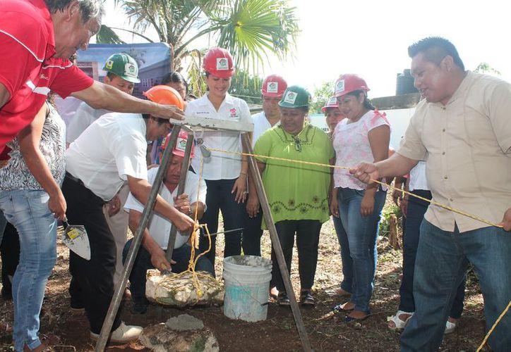 Colocan primera piedra de los proyectos en alcaldías del municipio. (Gloria Poot/SIPSE)