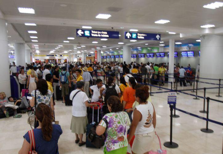 Hasta el momento no se ha dado ninguna indicación en especial en el Aeropuerto Internacional de Cancún. (Israel Leal/SIPSE)