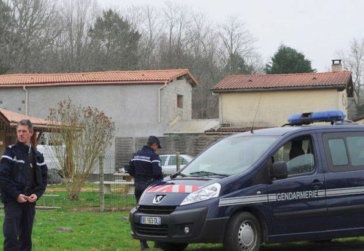 Las primeras investigaciones señalan que una mujer de 35 años habría dado a luz sola en la casa y después asesinó a los niños. (metronews.fr)