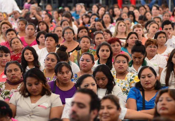 El sector femenino en Yucatán, no cuenta con portales de internet básicos para conocer datos o requisitos que les faciliten su incursión en la política. (SIPSE)
