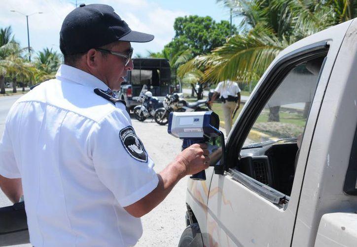 La Secretaría Municipal de Seguridad Pública y Tránsito (Smspyt), levantó un total de 35 boletas durante el operativo Radar de ayer. (Redacción/SIPSE)
