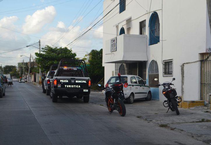 Los policías detuvieron al responsable de los disparos en un hotel. (Foto: Redacción/SIPSE)