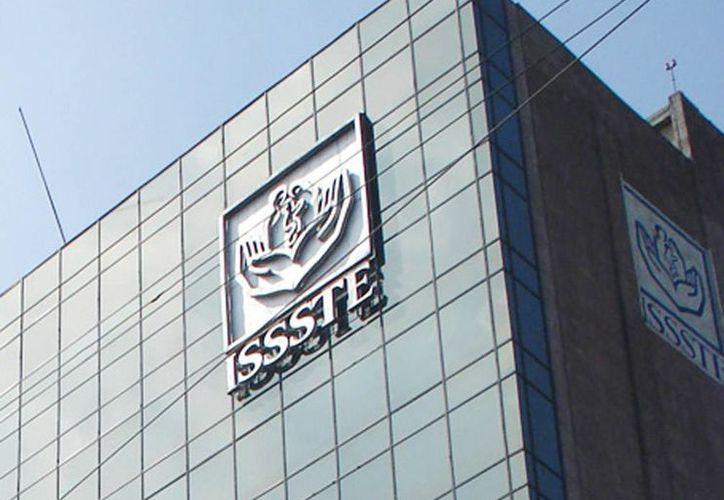 El Issste había negado a parejas gay la afiliación del cónyugue a la seguridad social debido a que son personas del mismo sexo. (Archivo/Agencias)