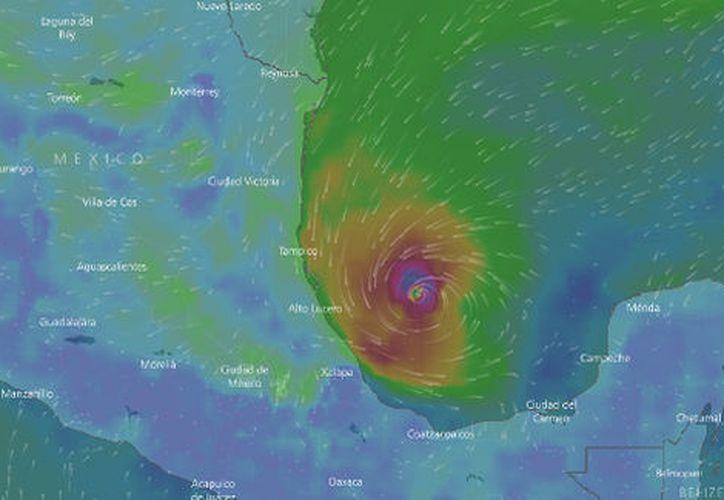 Llueve en algunos lugares y se presentaron afectaciones en 10 municipios de la zona centro de Veracruz, como Orizaba, José Azueta, Xalapa y en la parte baja de Zongolica, en donde ya funciona un refugio temporal. (Milenio)