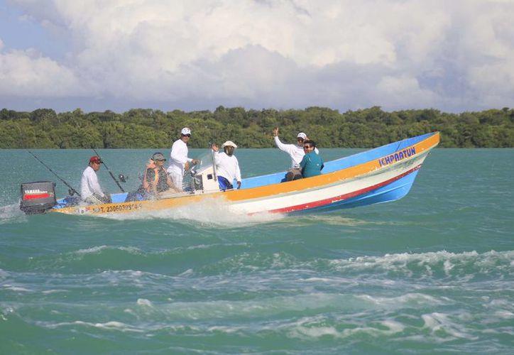 La producción pesquera local es de alrededor de tres mil 500 toneladas anuales. (Harold Alcocer/SIPSE)