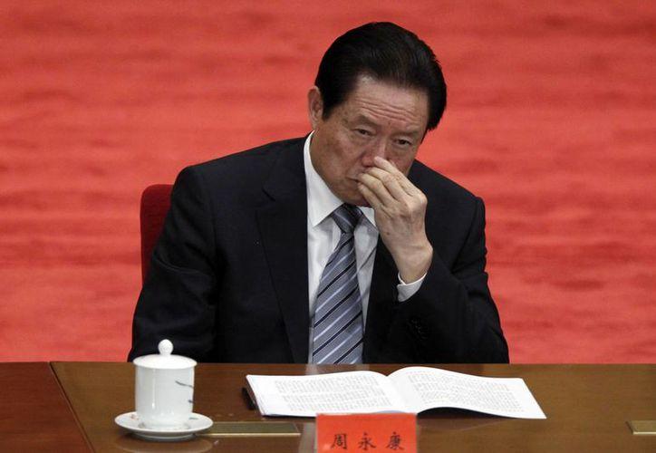 Imagen de Zhou Yongkang, miembro del Politburó del Partido Comunista Chino, en una conferencia para celebrar el 90° aniversario de la Liga Juvenil Comunista en el Gran Salón del Pueblo en la capital china en el 2012. Zhou fue expulsado hoy del Partido Comunista Chino. (Agencias)
