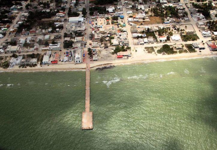 Instituciones proambientalistas y universidades se unieron para evitar la depredación del Golfo de México. Vista aérea de Telchac Puerto, en la costa norte de Yucatán. Imagen de contexto. (Archivo/Milenio Novedades)