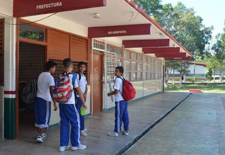 Los jóvenes de secundaria y preparatoria son lo que más consumen drogas. (Foto: Eddy Bonilla/SIPSE)