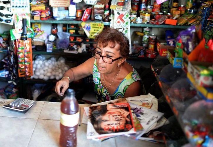 Clientes prueban otras marcas para ahorrar dinero. En la imagen, una tienda de abarrotes en Mérida. (Milenio Novedades)